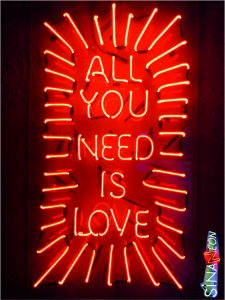 all you need is love cam neon yazı